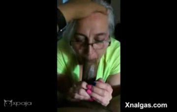 La abuela de 70 años hace gargantas profundas