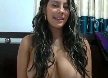 La colombiana muestra sus terribles nalgas en la Webcam