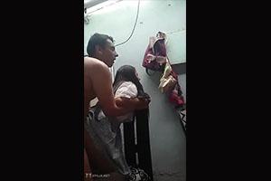 Estudiantes invita a su profesor a follar mientra se graban