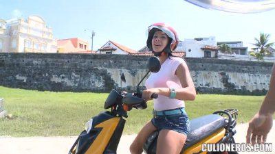Juliana En Su Moto Pasola Andando Por Colombia