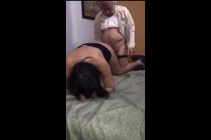 El Abuelo Cumple Año Y Le Llevan Una Puta