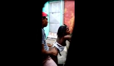 Pillados En El Barrio Follando La Enana