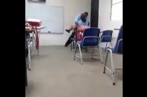 Estudiantes Dominicanos De Un Liceo Singa En El Aula De Clase