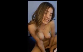 Estoy Calientita Chicos, Dice La Argentina Frente A La Webcam