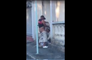 Dominicanos Pillados En Plena Calle Duarte En Sexo Oral