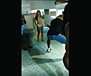 Como 10 Chapiadoras Dominicanas Contra 4 Malandros